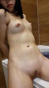【個撮】普通文学少女②お風呂で剃毛しパイパンまんこで生チンこすって射精
