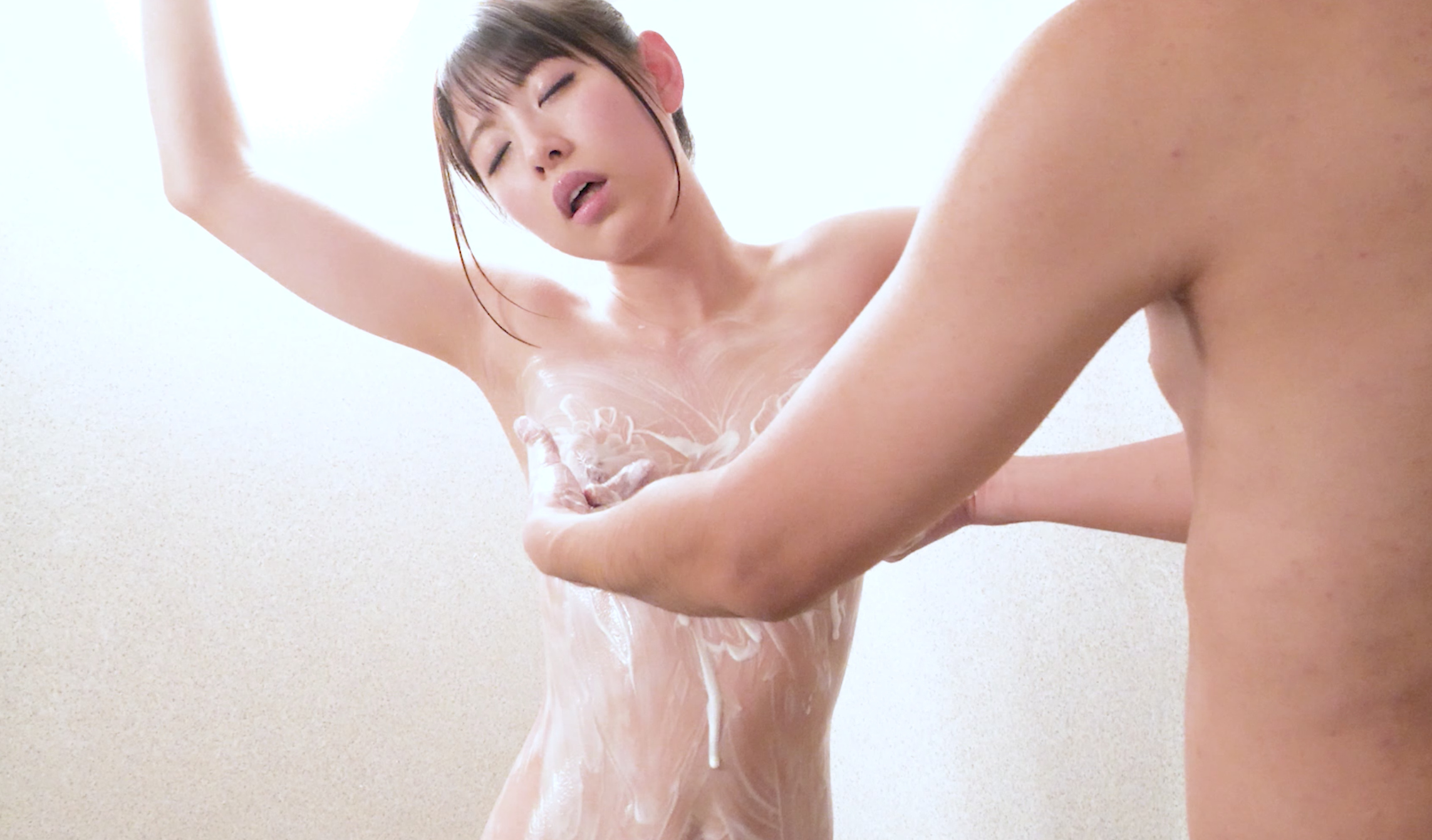 大人気女優あおいれなチャンの乳首くすぐり、乳首イキマッサージ!
